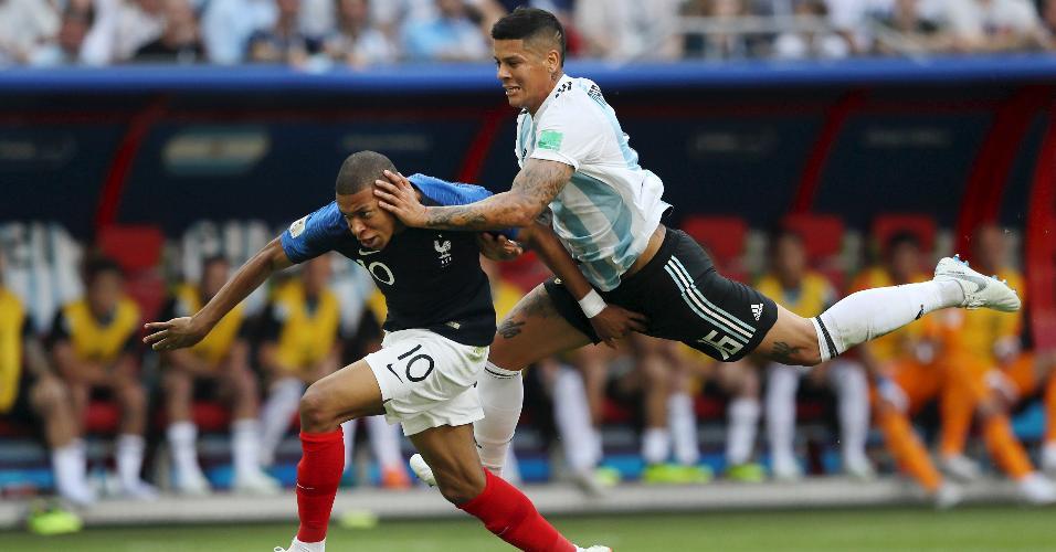 Marcos Rojo comete pênalti em Kylian Mbappé no duelo entre França e Argentina