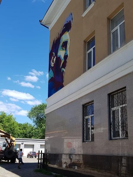 Pintura de Messi em Kazan ficou pronta a tempo - Marcel Rizzo/UOL