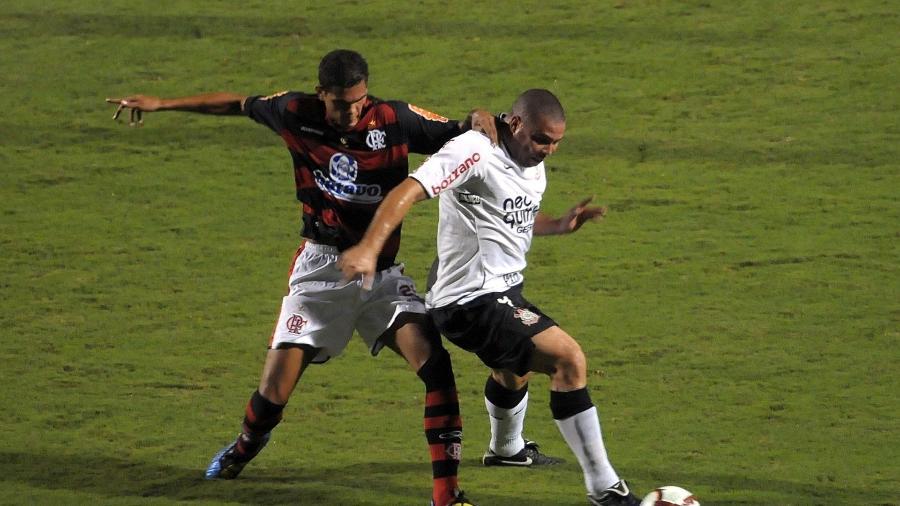 Em 2010, Corinthians e Flamengo se encontraram nas oitavas da Liberta - Adriano Vizoni/Folha Imagem