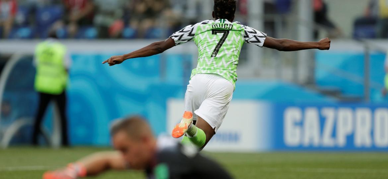 Musa comemora gol da Nigéria na vitória sobre a Islândia na Copa do Mundo. - Ueslei Marcelino/Reuters