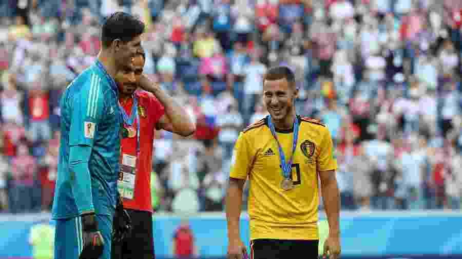 Eden Hazard, Thibaut Courtois e Nacer Chadli sorriem após vitória da Bélgica contra a Inglaterra - Lee Smith/Reuters