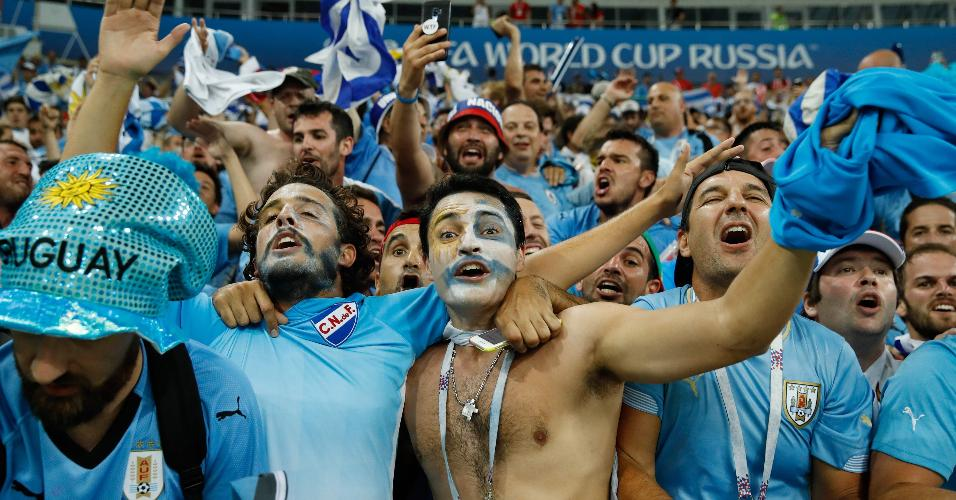Torcedores celebram vitória do Uruguai contra Portugal
