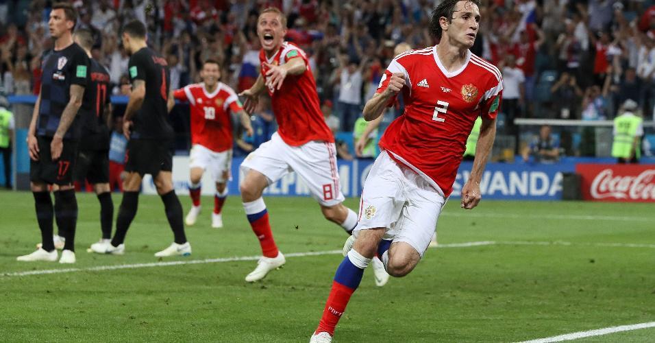 Mario Fernandes, da Rússia, comemora gol e empata partida com a Croácia na prorrogação