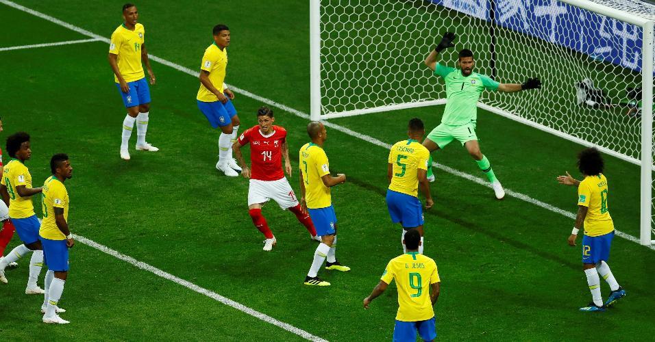 Steven Zuber sobe livre e empata para a Suíça diante do Brasil