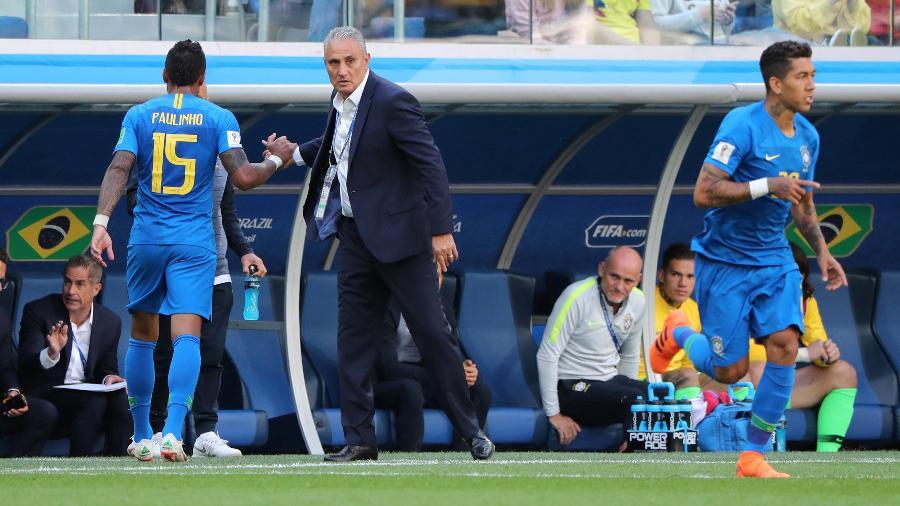 Tite coloca Firmino em campo no lugar de Paulinho: banco foi decisivo - REUTERS/Marcos Brindicci