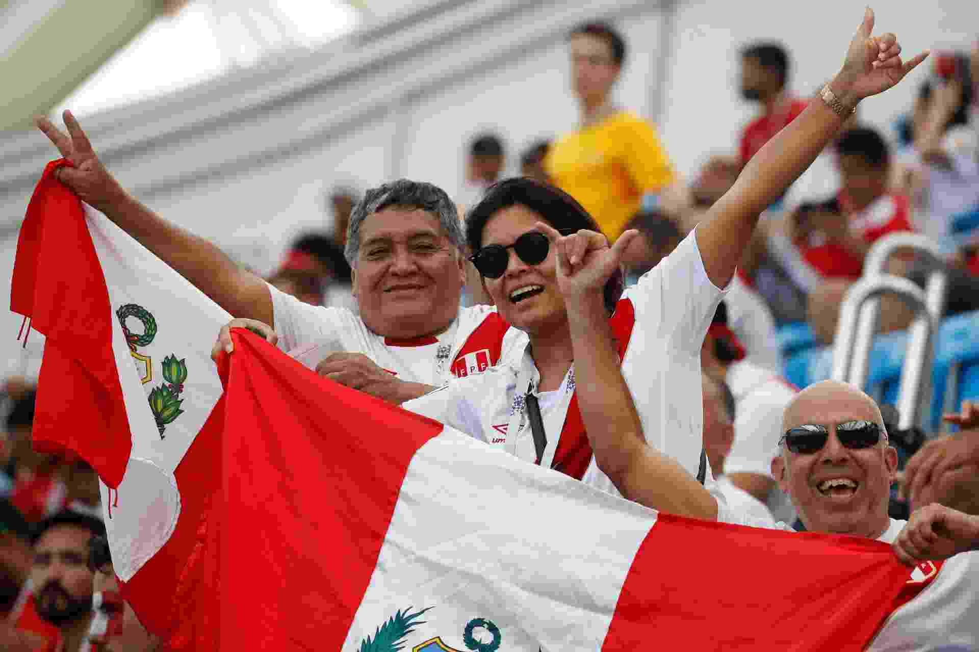 Torcedores do Peru antes do duelo contra a Austrália, em Sochi - Odd Andersen/AFP