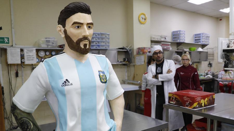 Confeiteiros russos criaram escultura de Messi com chocolate - REUTERS/Tatyana Makeyeva