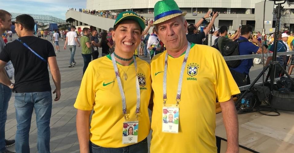 Pais do zagueiro Geromel chegam à Arena Rostov