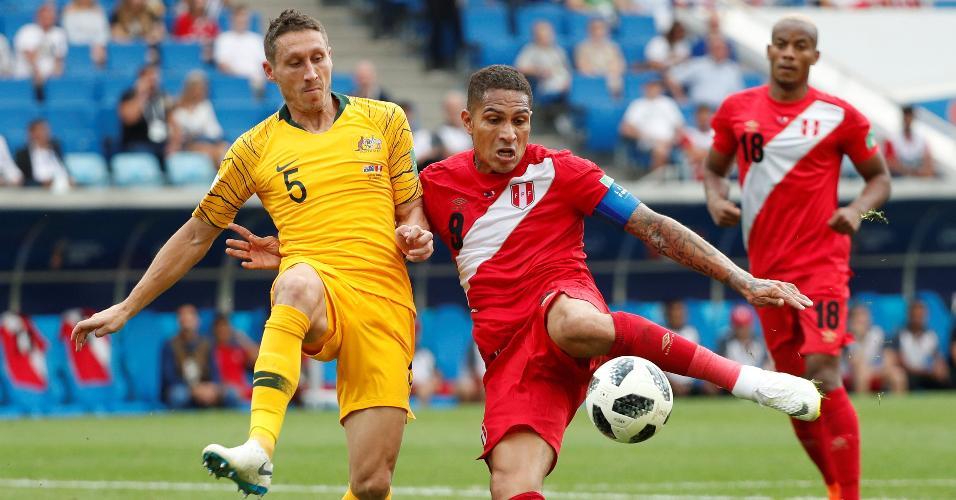 Guerrero faz o 2º gol do Peru, o 1º dele em Copas, contra a Austrália