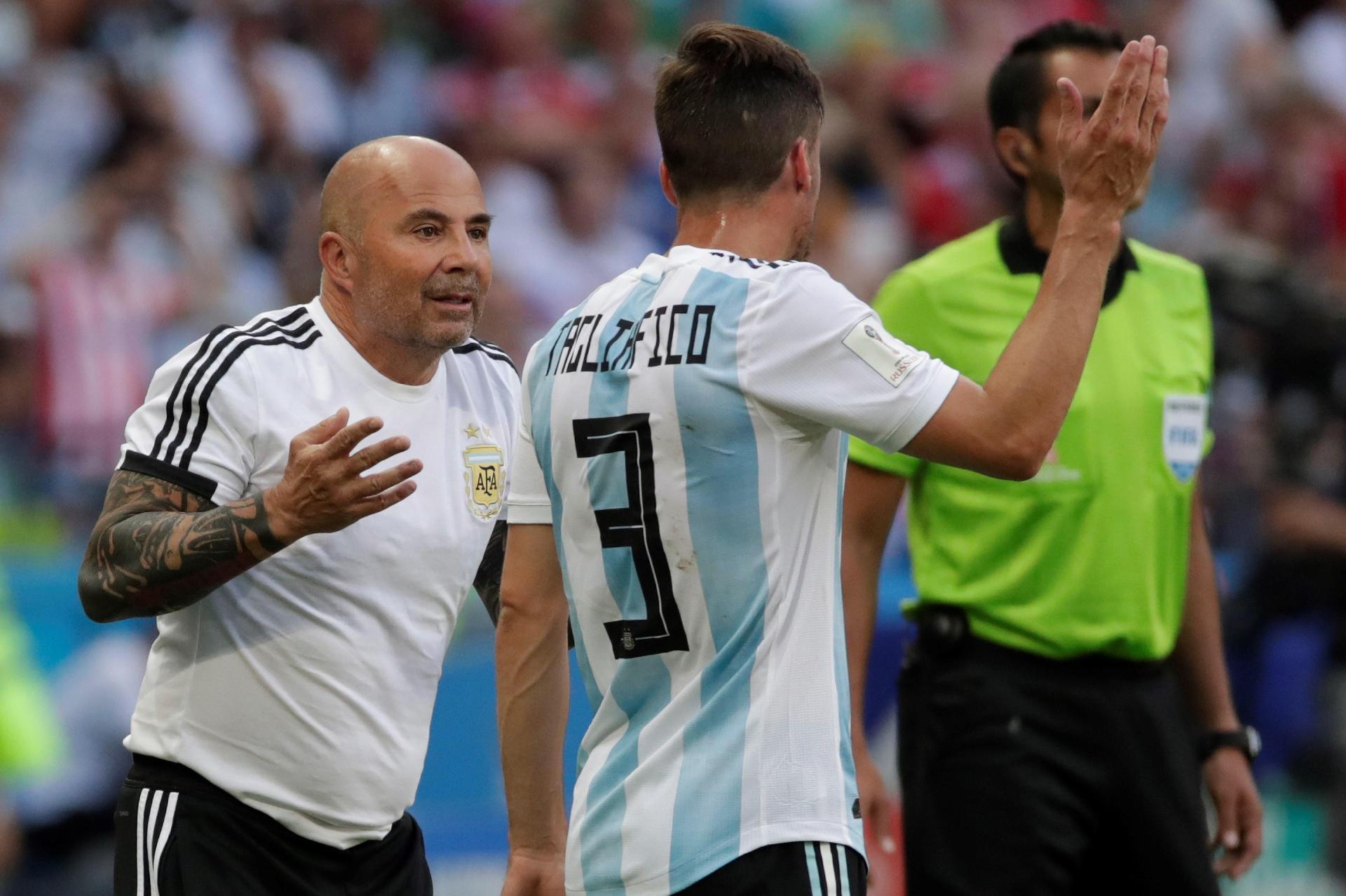 Argentina na Copa 2018  AFA diz não querer, mas Sampaoli insiste em ficar,  e Argentina vive impasse - UOL Copa do Mundo 2018 6253cc6f20