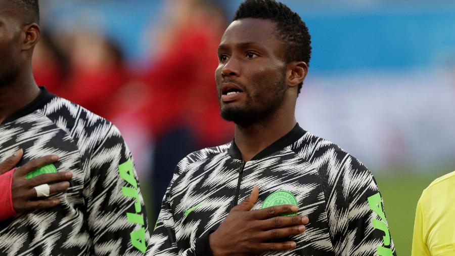 Obi Mikel durante execução do hino da Nigéria - HENRY ROMERO/REUTERS