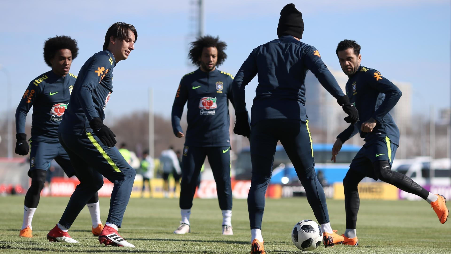 Seleção brasileira fez treino sem Alex Sandro nesta terça-feira em Moscou