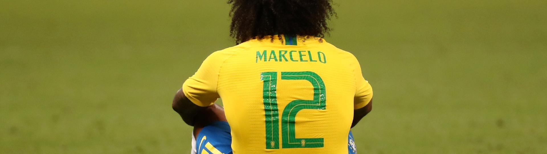 Marcelo fica no chão após a eliminação do Brasil para a Bélgica