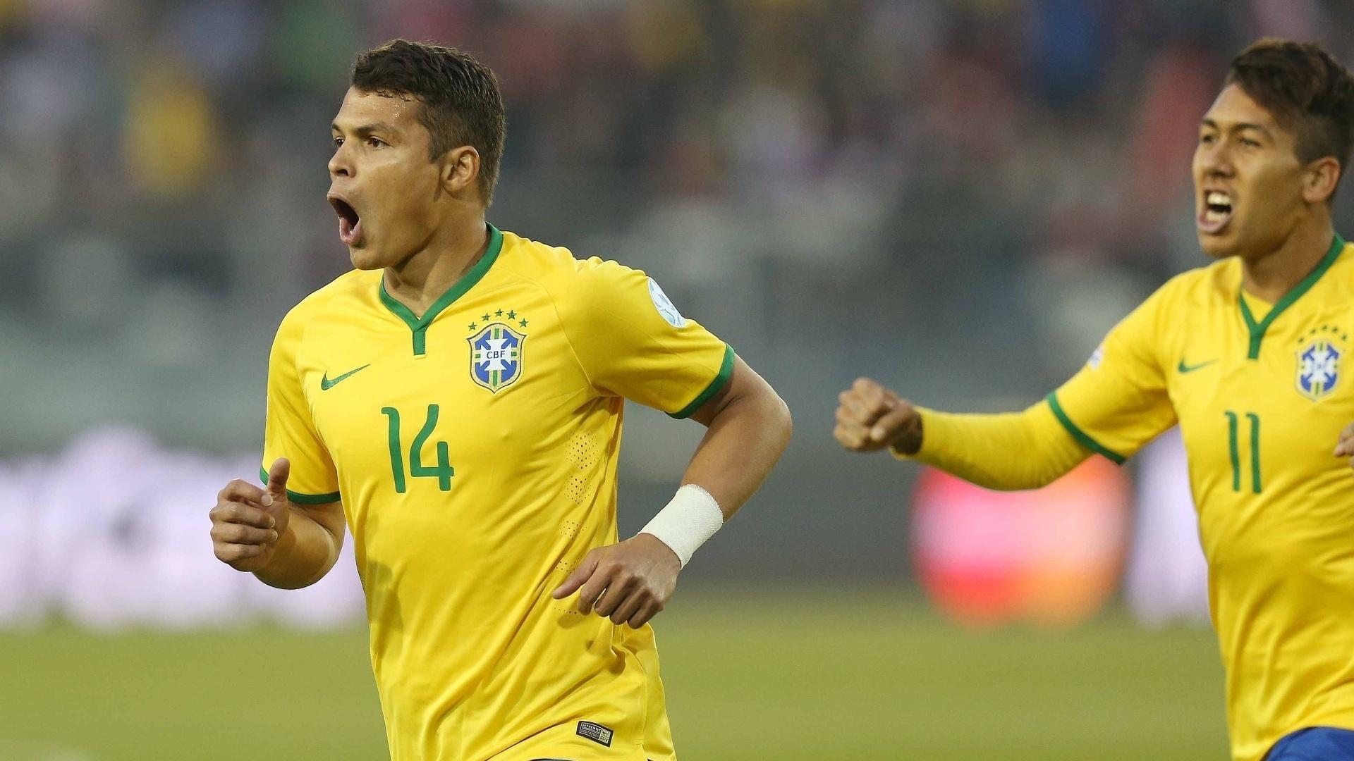Thiago Silva comemora gol marcado sobre na vitória da seleção brasileira sobre a Venezuela