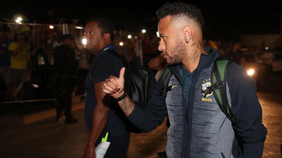 O atacante Neymar na chegada da seleção brasileira a Samara - Lucas Figueiredo/CBF