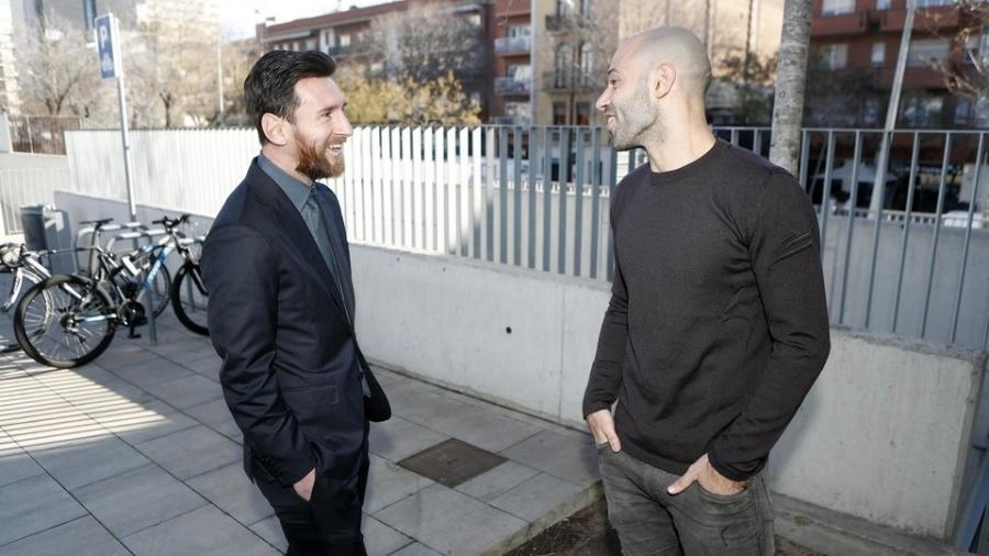 Messi e Mascherano conversam no CT do Barcelona - Barcelona/Oficial