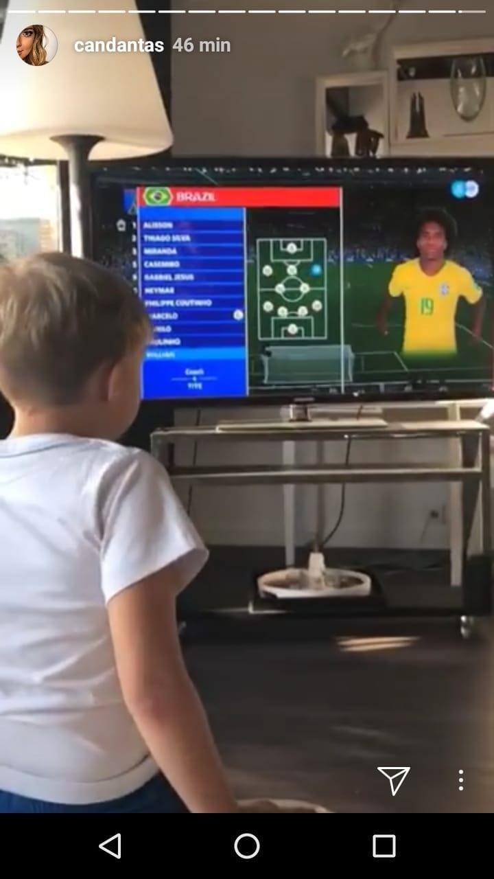 Davi Lucca vê jogo da seleção