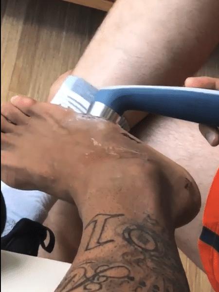 Neymar recebe tratamento de ultrassom no pé operado - Instagram/Reprodução