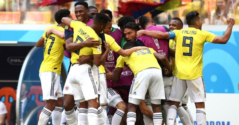 Seleção colombiana comemora gol de Juan Quintero contra o Japão