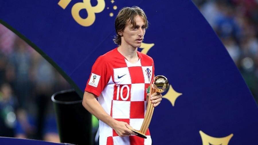 Luka Modric recebe o prêmio de melhor jogador da Copa do Mundo de 2018 - Shaun Botterill/Getty Images