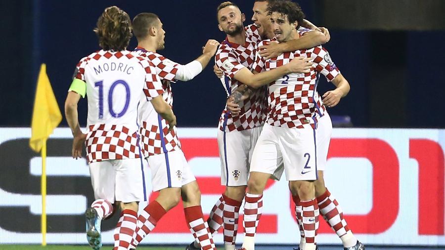 Jogadores da Croácia comemoram gol de Perisic diante da Grécia - REUTERS/Antonio Bronic