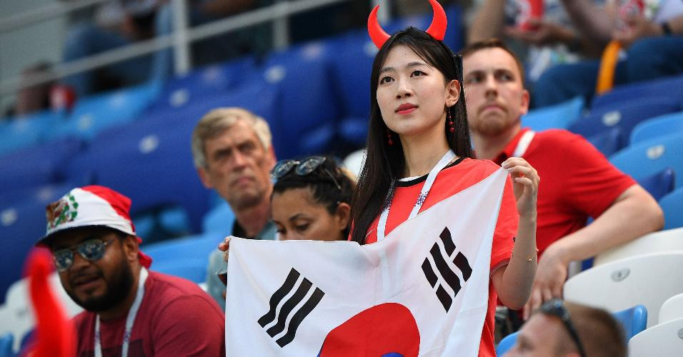 Torcedora da Coreia do Sul antes de jogo contra Suécia