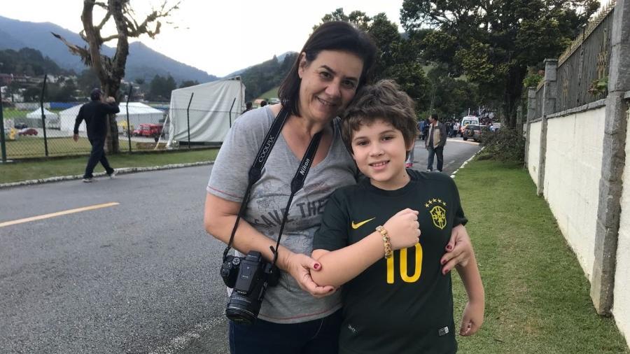 Garoto recebeu pulseira como presente de Tite em Teresópolis - Pedro Ivo Almeida/UOL