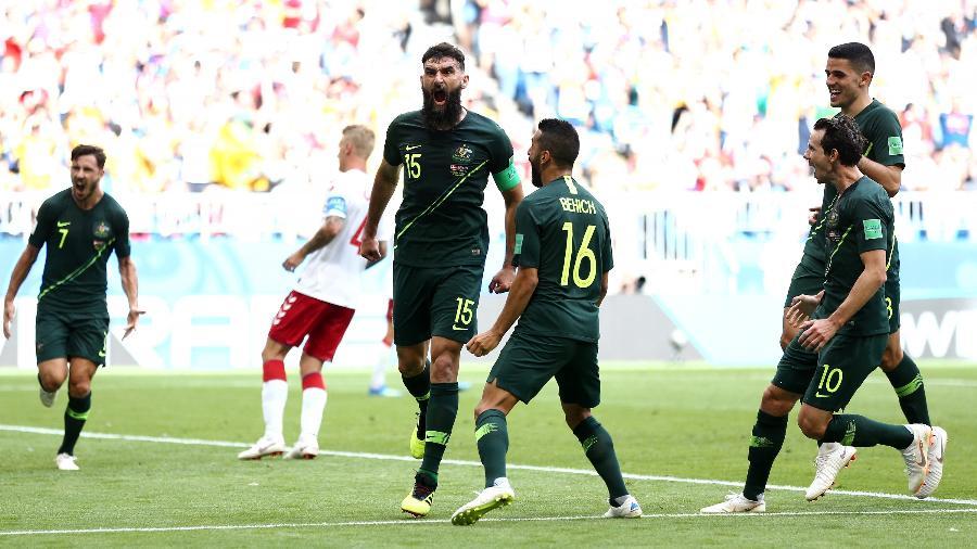 Mile Jedinak comemora gol de pênalti em Austrália x Dinamarca - Maddie Meyer/Getty Images