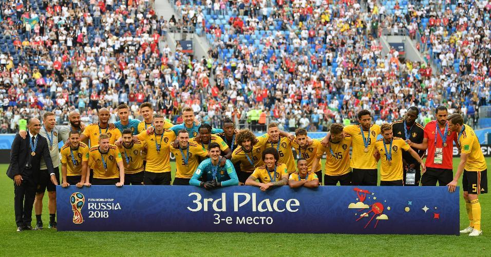 Time da Bélgica recebe posa para foto com a medalha de bronze