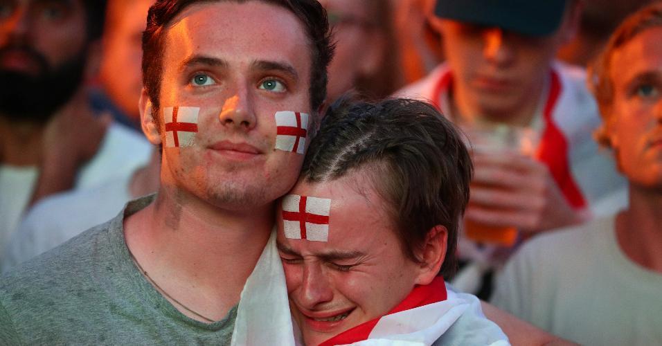 Torcedores da Inglaterra lamentam eliminação na semifinal da Copa do Mundo