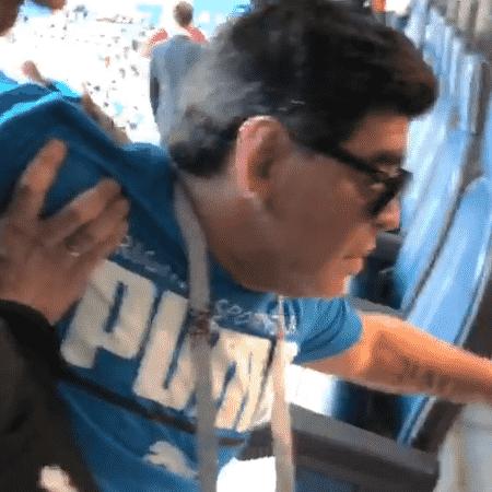 Diego Maradona é carregado das tribunas após vitória da Argentina - Reprodução/Instagram