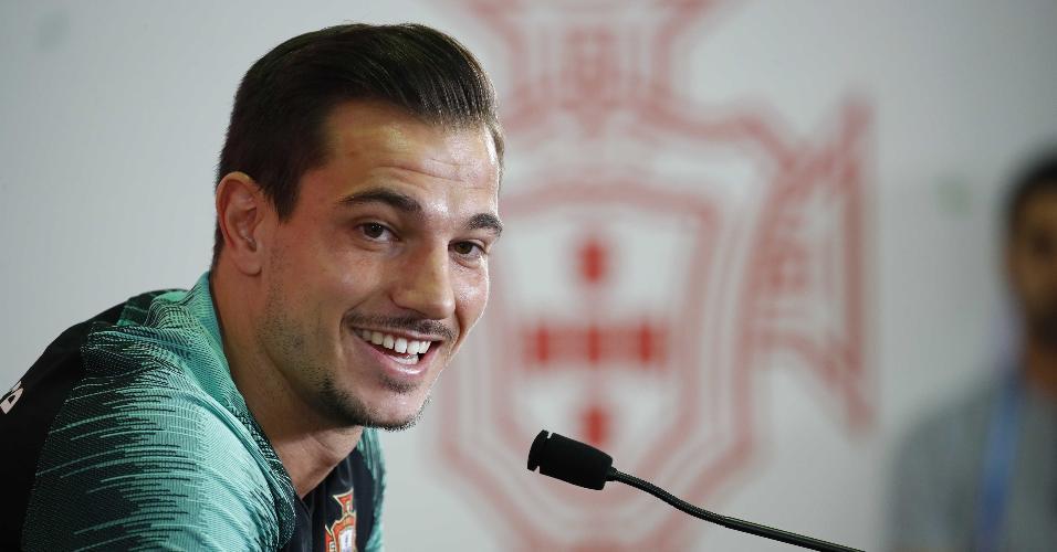 O lateral Cédric Soares, de Portugal, participa de entrevista coletiva