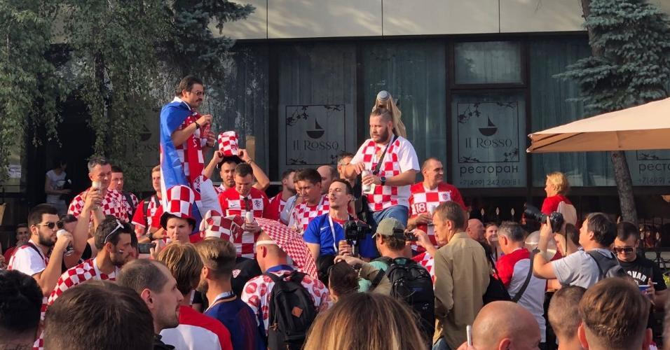 Torcida croata reunida em Moscou antes do jogo contra a Inglaterra