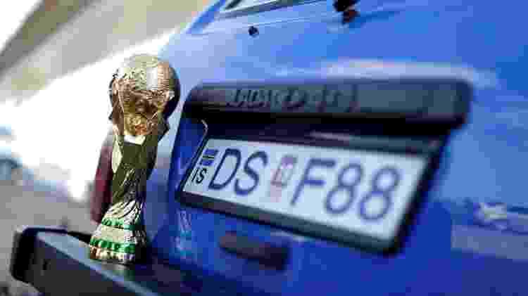 Dupla pintou carro, embarcou em balsa e dirigiu da Dinamarca até a Rússia - Ueslei Marcelino/Reuters