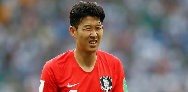 Sul-coreano Son supostamente sofreu com atos racistas de um torcedor no domingo - Damir Sagolj/Reuters