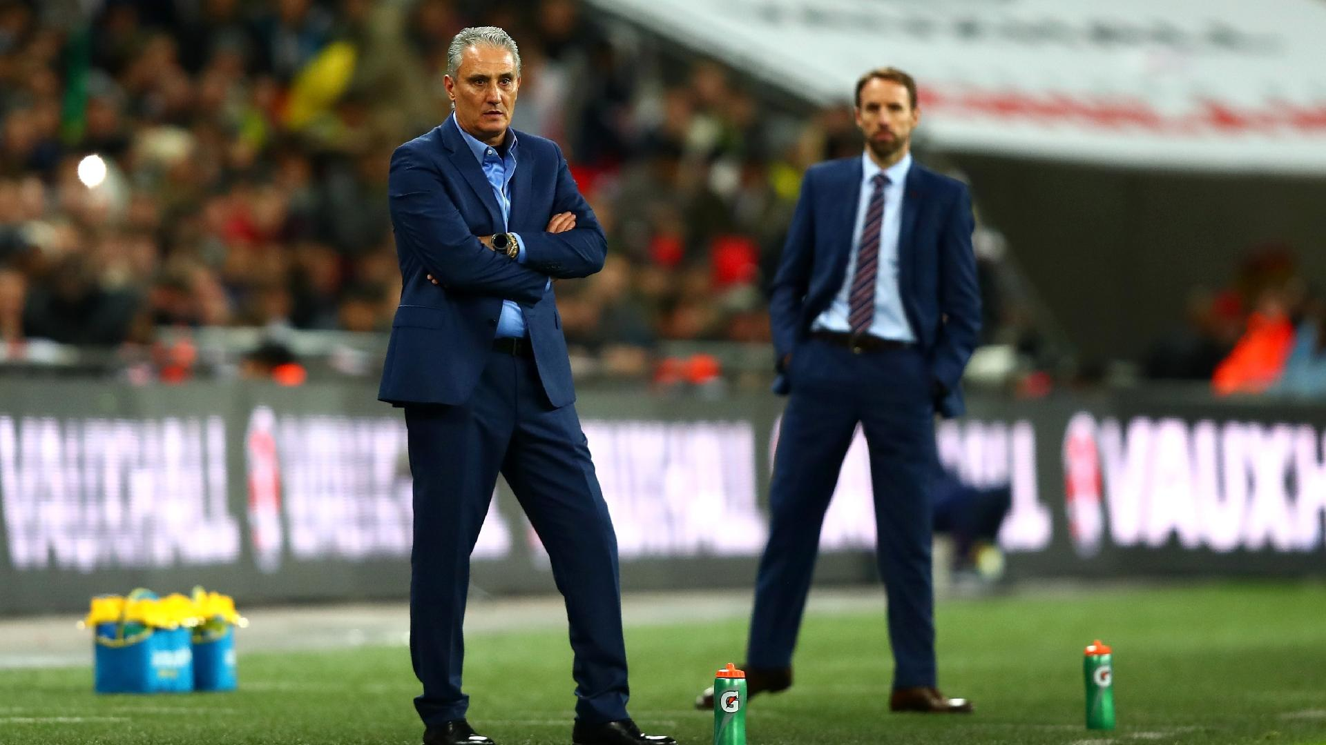 Tite observa o amistoso entre Inglaterra e Brasil
