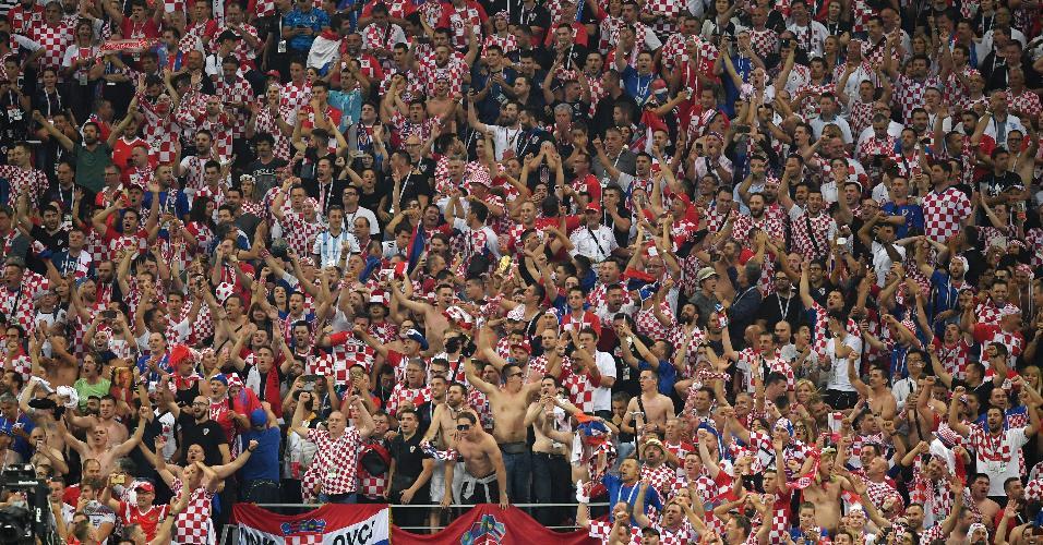 Torcida da Croácia celebra classificação à final da Copa