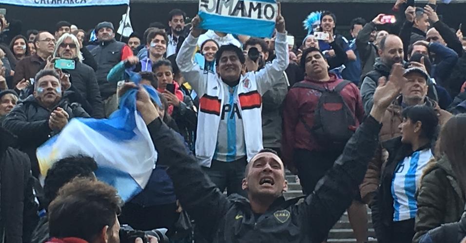 Torcedores da Argentina sofrem durante vitória sobre a Nigéria na Copa do Mundo