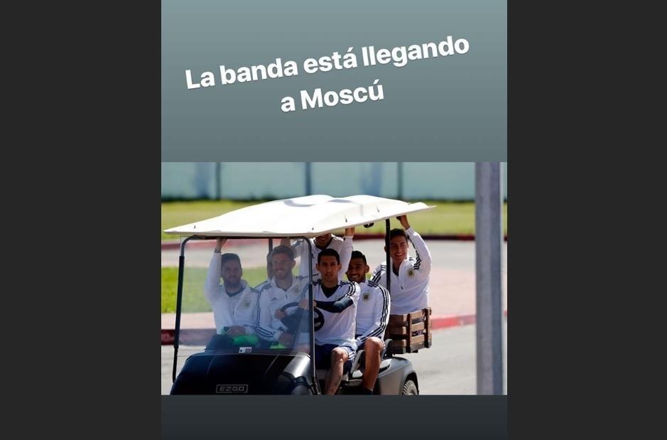 Jogadores argentinos se divertem em carrinho de golfe no treino