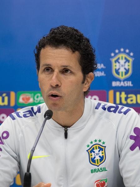 Rodrigo Lasmar, médico da seleção brasileira, concede entrevista após treino - Pedro Martins / MoWA Press