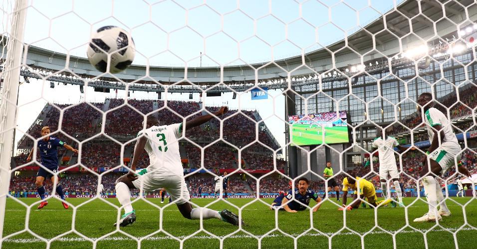 Honda chuta e empata para o Japão contra Senegal
