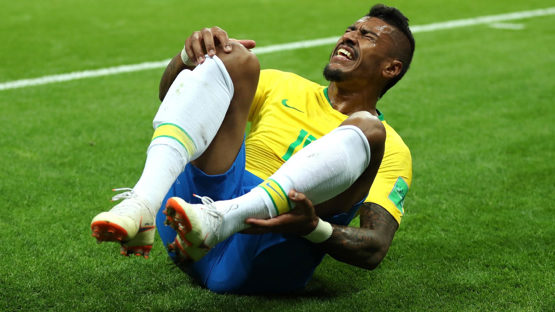 Paulinho grita de dor durante o jogo entre Brasil e Bélgica, pela Copa do Mundo
