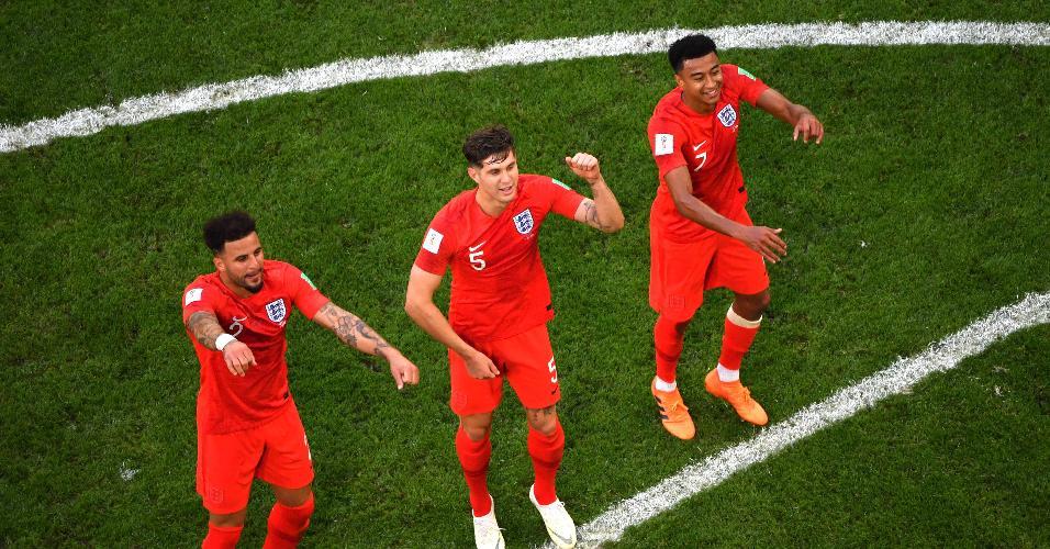 Walker, Stones e Lingard celebram vitória da Inglaterra