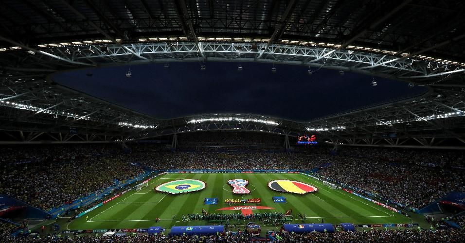 Cerimonial da Fifa com as bandeiras de Brasil e Bélgica antes do duelo pelas quartas da Copa