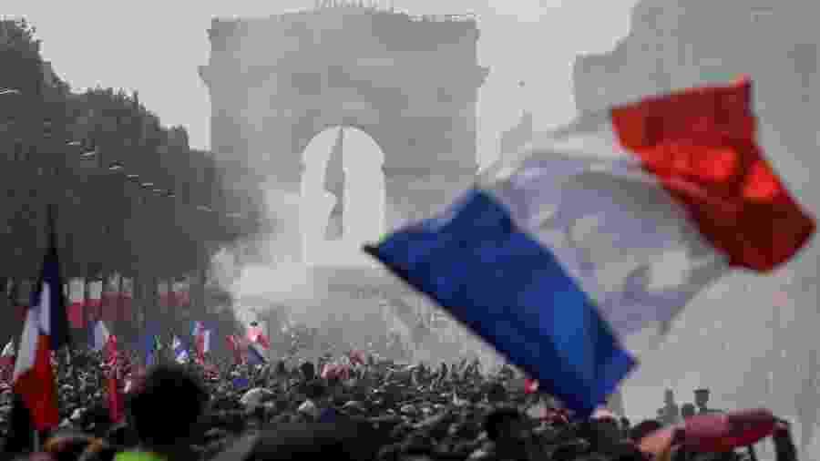 Desfile relâmpago da França decepciona multidão e perde para festa de 1998 33d439444a339