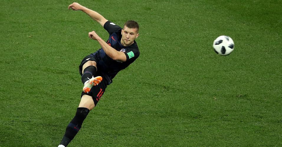 Rebic chuta com estilo e marca o gol da Croácia contra Argentina
