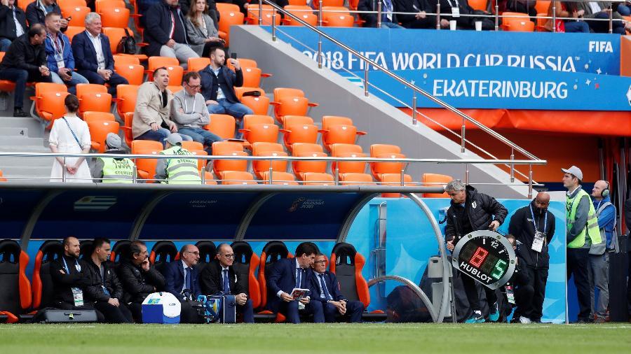 Assentos vazios nas arquibancadas da partida entre Egito e Uruguai - Andrew Couldridge/Reuters