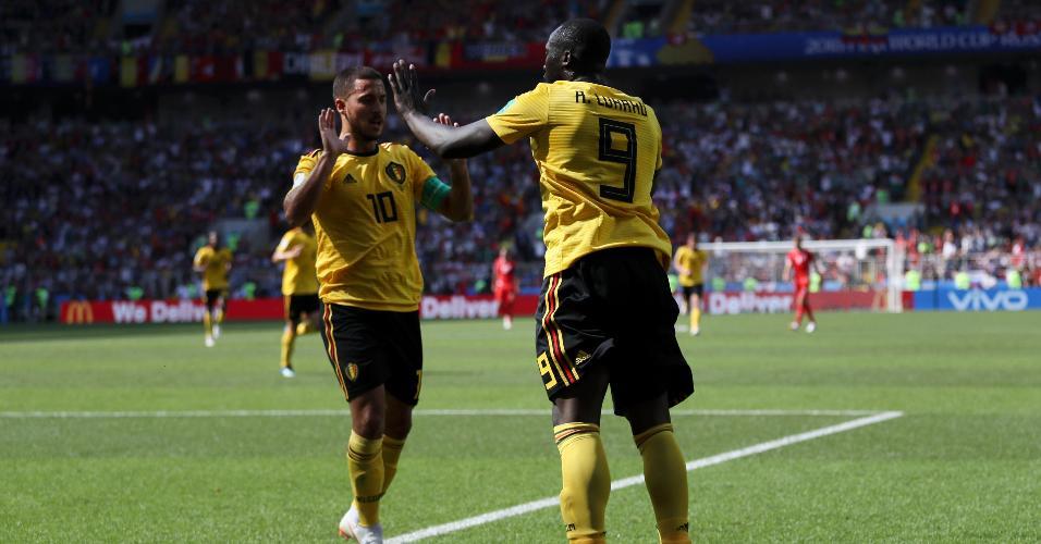 Lukaku e Hazard comemoram gol da Bélgica contra Tunísia