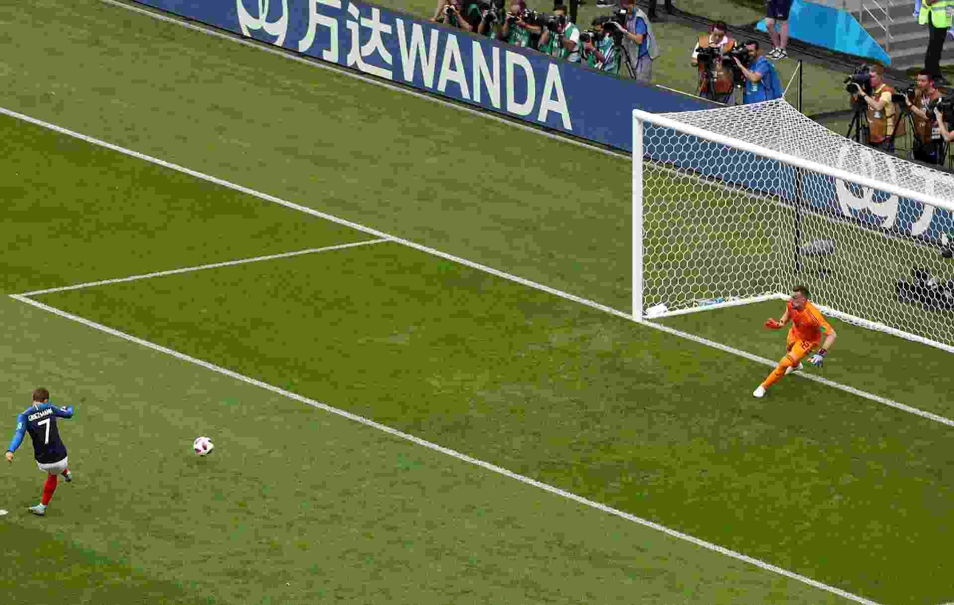 Griezmann abre o placar de pênalti para a França no duelo contra a Argentina - Catherine Ivill/Getty Images