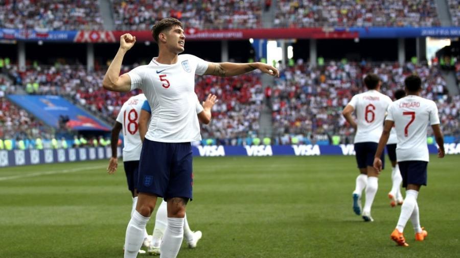 John Stones comemora após marcar gol para a Inglaterra em jogo contra o Panamá - Clive Brunskill/Getty Images